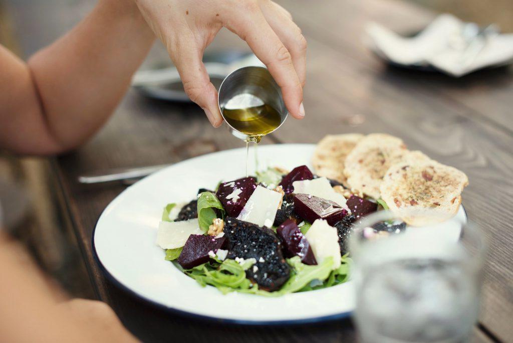 Warum Öl unbedingt in jeden Salat gehört